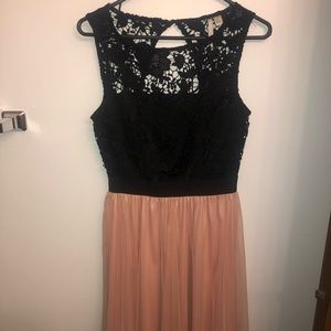 Dresses & Skirts - Lace and tulle dress